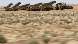 Ракетные установки армии Каддафи на подступах к городу Адждабия 17/03/2011