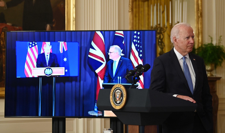 El presidente estadounidense, Joe Biden, participa de una videoconferencia junto al primer ministro australiano, Scott Morrison, y a su homólogo británico, Boris Johnson, el 15 de septiembre de 2021 en la Casa Blanca