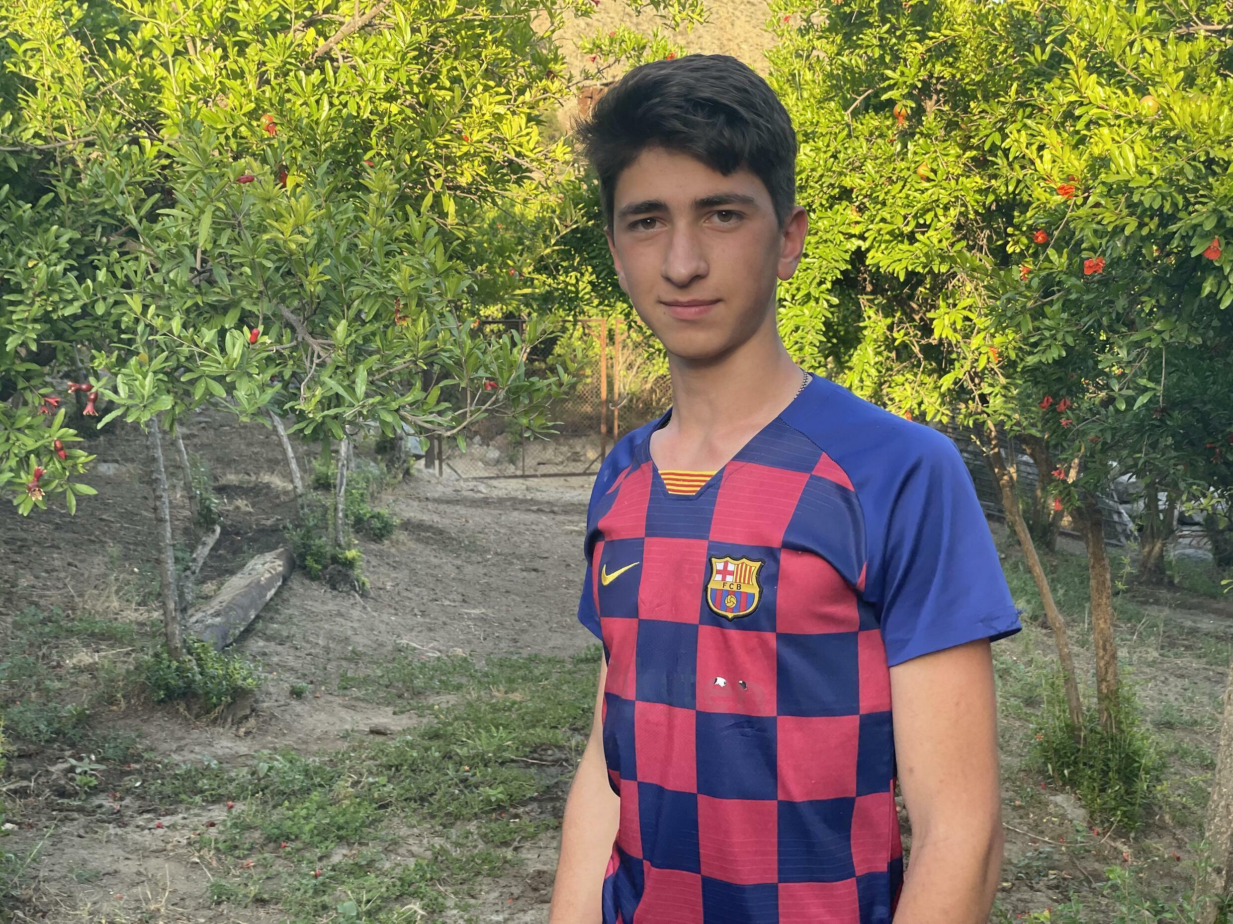 18-летний Алекс мечтает стать футболистом и готовится к армейской службе этим летом. Сюникская область. Армения. 14 июня 2021 год.