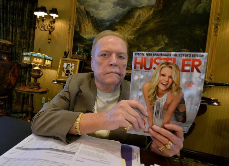 El fundador de la revista pornográfica Larry Flynt durante el 40 aniversario de la publicación en su oficina en Beverly Hills el 26 de agosto de 2014