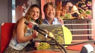 La cantante colombiana Pao Barreto con Jordi Batallé en RFI