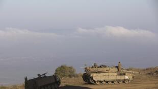Tanques israelenses vigiam a fronteira do alto das Colinas de Golan, nesta quinta-feira, 29 de agosto de 2013.