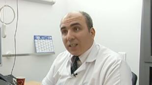 Oubaïda Al-Moufti, médecin franco-syrien,  président de l'Association d'Aide aux Victimes en Syrie.