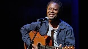 Lokua Kanza, sans nul doute l'une des plus belles voix du continent africain.