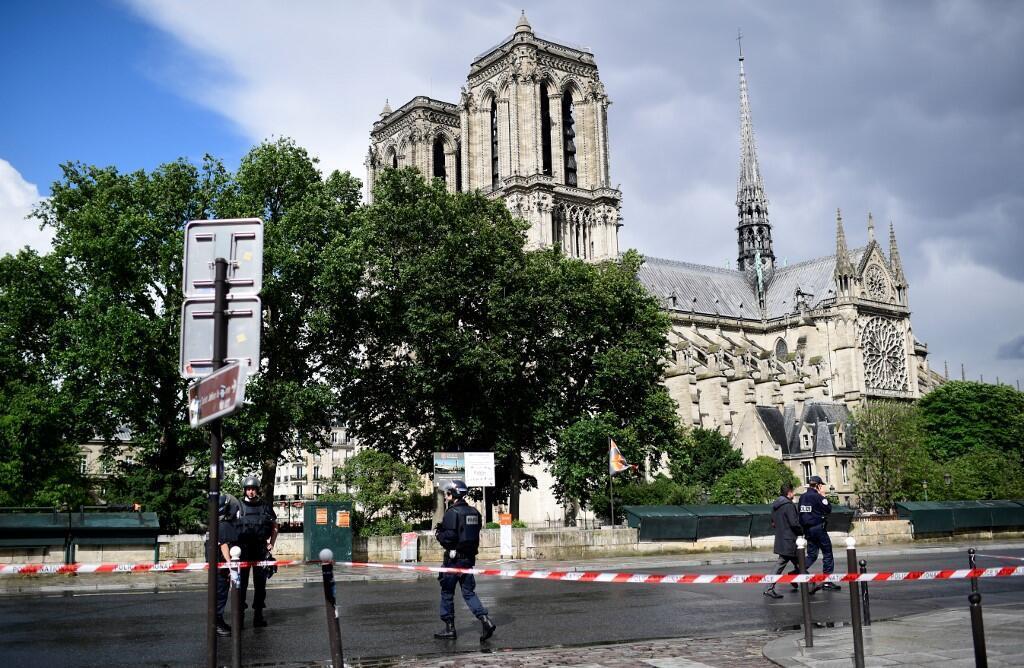6 июня 2017. Париж. Сразу после нападения на полицию у Нотр-Дама.