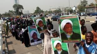 """تظاهرات اعضای """"جنبش اسلامی"""" در نیجریه علیه بازداشت """"ابراهیم زکزاکی"""" رهبر این گروه، در ابوجا پایتخت نیجریه. ٢٢ ژانویه ٢٠۱٩"""