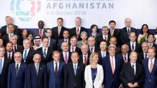 Representantes de cerca de 70 países e 25 organizações internacionais se reúnem em Bruxelas para a Conferência de Doadores para o Afeganistão. 05/10/2016