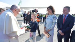 Cảnh đón tiếp Giáo hoàng Phanxicô tại sân bay Dublin ngày 25/08/2018.