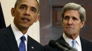 Tổng thống Mỹ Barack Obama (T) và Thượng nghị sĩ John Kerry, người được ông cử làm Ngoại trưởng Hoa Kỳ.