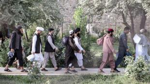 Afghanistan : les autorités libèrent 400 prisonniers talibans