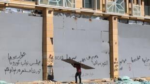 Beyrouth, dans le quartier du port dévasté par les explosions de mardi, le 8 août 2020.