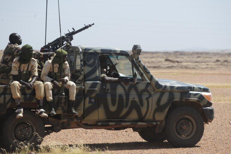 Патруль нигерской армии на дороге между Арлитом и Агадесом