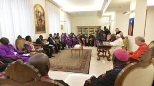 Le pape François clôture deux jours de retraite spirituelle au Vatican en compagnie des leaders sud-soudanais, le 11 avril 2019.