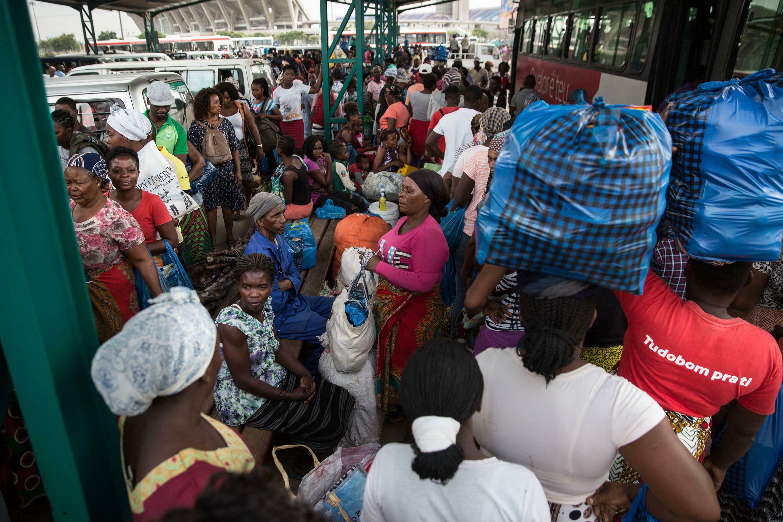 Terminal Rodoviário do Zimpeto durante o primeiro dia de estado de emergência em Maputo, Moçambique. 1 de Abril de 2020.
