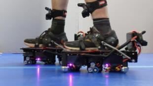 Ekto One se présente comme de véritables bottes de sept lieues robotisées capables de nous faire parcourir n'importe quel monde imaginaire, aussi grand soit-il.