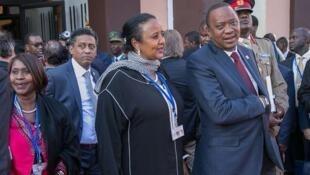 Rais Uhuru Kenyatta akiwa na Waziri wake wa Mambo ya nje Amina Mohammed wakiwa mjini Marrakech Morroco Novemba 16 2016 walikohudhuria mkutano wa Mabadiliko ya hali ya hewa