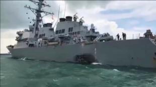 Tàu chiến Mỹ USS John S. McCain bị đâm trên trên đường vào cảng Singapore, 21/08/2017.