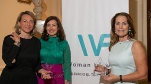 De izquierda a derecha,  María Wandosell (galardonada) Mirian Izquierdo (presidenta de la Fundación) y Teresa Zabell (regatista galardonada). Madrid, 29 de octubre de 2019.