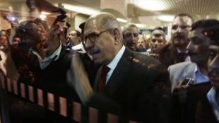 Mohammed El-Baradei à son arrivée à l'aéroport du Caire, le 19 février 2010.