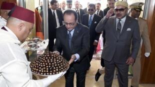 Франсуа Оллнад и король Марокко Мохаммед VI во время визита в Танжер, 19 сентября 2015.