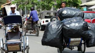 Une rue de Phnom Penh (Cambodge). Photo datée de 2007.