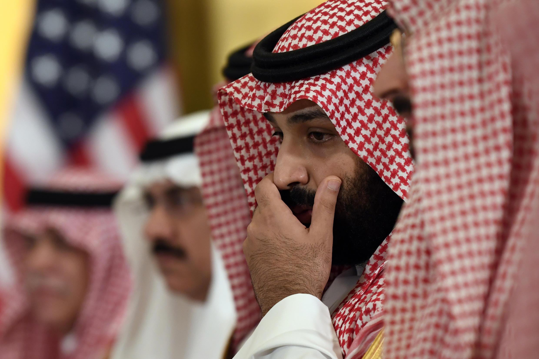 """پروندههای مخالفان رژیم سعودی و فعالان حقوق بشر این روزها بیشتر از همیشه در عربستان مطرح است. احتمال دارد عربستان بخواهد تکلیف این نوع پروندهها را یکسره کند تا بهانۀ """"حقوق بشری"""" به دست جو بایدن ندهد. اما برخی نیز احتمال میدهند که محمد بن سلمان قصد دارد از این طریق به آمریکا فشار بیاورد."""