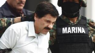"""Joaquin Guzman, """"El Chapo"""", custodiado por soldados en México el 22 de febrero de  2014."""
