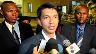 Andry Rajoelina, président de l'Autorité de transition malgache, s'exprime devant la presse à l'issue de la réunion de négociations à Maputo le 27 août 2009.