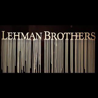 La quiebra de Lehman Brothers, uno de los establecimientos más prestigiosos ded Wall Street, en 2008, provocó un schok mundial sin equivalente