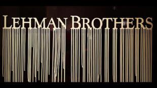 La quiebra de Lehman Brothers, uno de los establecimientos más prestigiosos de Wall Street, en 2008, provocó un schok mundial sin equivalente