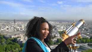 L'ex-championne d'escrime et nouvelle ministre des Sports, Laura Flessel, le 16 mai 2017, en haut de la Tour Eiffel.