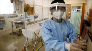 Un personnel soignant dans un hopital à Yokohama au Japon (image d'illustration).