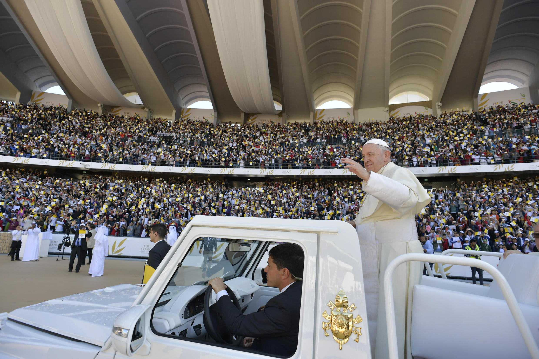 Le pape François à son arrivée au stade Zayed Sports City d'Abou Dhabi pour célébrer une grande messe historique, le 5 février 2019.