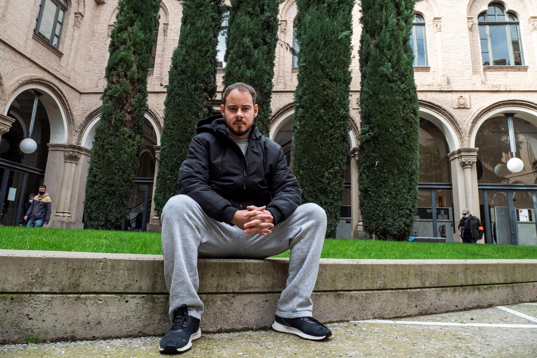 Рэпера обязали явиться в тюрьму 12 февраля 2021 года, однако Асель вместе со своими сторонниками забаррикадировался в университете своего родного города Льейда