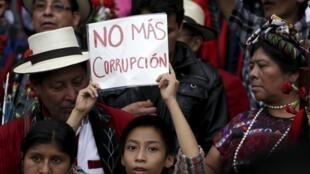 La población guatemalteca pidió el fin de la corrupción y la renuncia de Otto Pérez.