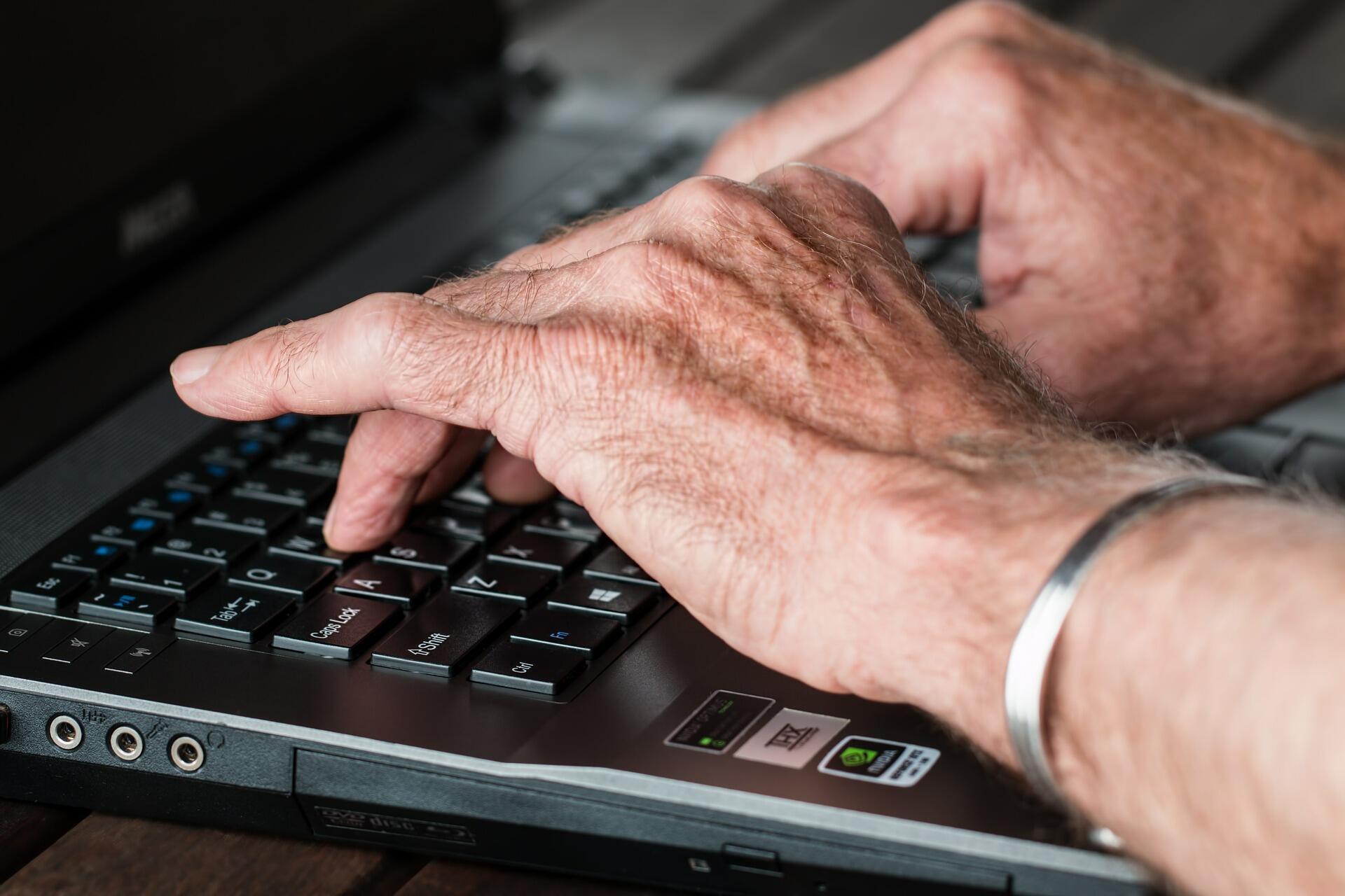 """A desmaterialização dos serviços públicos é dificultada pelo """"analfabetismo digital""""."""