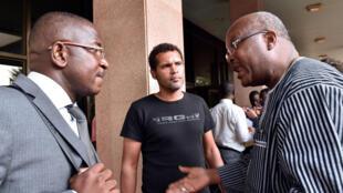 Roch Marc Christian Kaboré, ancien président du Parlement et Guy Hervé Kam l'avocat du mouvement «balai citoyen», le 12 novembre à Ouagadougou.