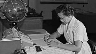 Katherine Johnson à son bureau, en 1962, à Hampton en Virginie.