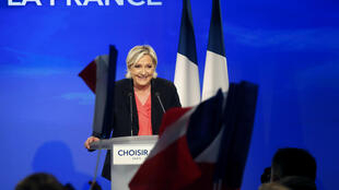 Marine Le Pen durante pronunciamento deste 7 de maio no Chalet du Lac, no leste de Paris.