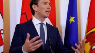 """سباستین کورتس، صدراعظم اتریش، روز جمعه هشتم ژوئن، در یک کنفرانس خبری در وین گفت: """"جوامع موازی، اسلام سیاسی و افراطگرایی جایی در کشور ما ندارند."""""""