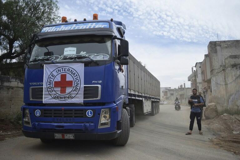 Конвой Красного Креста на севере от города Хомс в Сирии. 25 апреля 2016