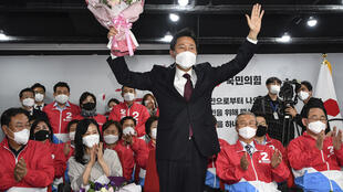 Oh Se-hoon (C) of the conservative People Power Party defeated his Democratic Party opponent to become mayor of Seoul