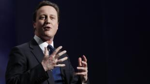 David Cameron ganó las elecciones pero debe esperar antes de instalarse en Downing Street.