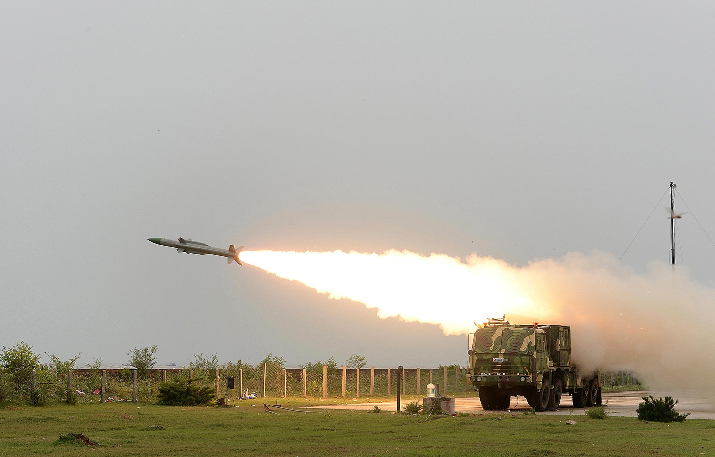 Ấn Độ bắn thử tên lửa Akash, tại Balasore, bang Orissa. Ảnh do bộ Quốc Phòng Ấn Độ cung cấp ngày 18/06/2014