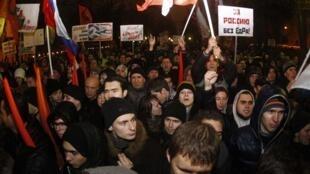 «Ces élections sont une farce!», «A bas le parti des escrocs et des voleurs!», «On réclame des élections honnêtes!», manifestation à Moscou, le 5 décembre 2011.