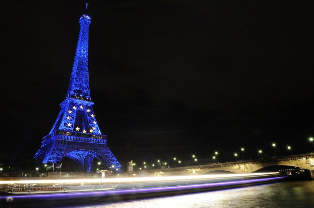 Picture taken on 11 July 2008 in Paris of the new blue lighting of the Eiffel tower to mark the French European Union presidency.