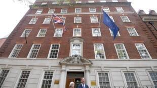 Nigel Farage et Anne Widdecombe du Brexit Party, devant Europe House à Londres, le 24 avril 2019.