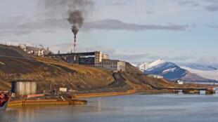 la ville de Barentsburg sur l'île norvégienne du Spitzberg .