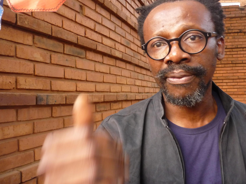 """Le réalisateur nigérian Aduaka Newton Ifeanyi après la première de son film """"One Man's Show"""" pour lequel il a obtenu le Prix de la critique africaine parrainé par RFI."""
