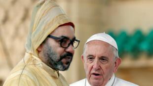 Король Марокко Мохаммед VI и Папа римский Франциск в Рабате 30 марта 2019 г.